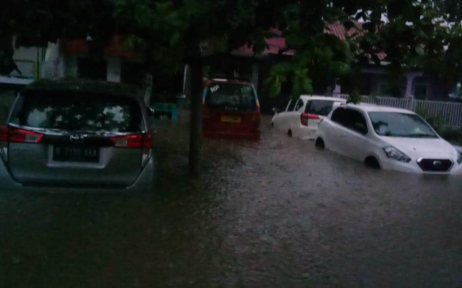 Arief Poyuono: Kang Mas Jokowi Saja tak Sanggup Tangani Banjir Jakarta - JPNN.com