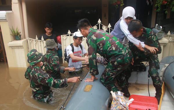 TNI AL Terjunkan Tim Siaga Banjir
