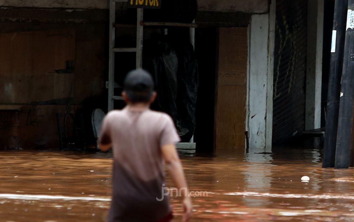 Adib Hidayat dan Glenn Fredly Buka Posko Banjir di Jakarta