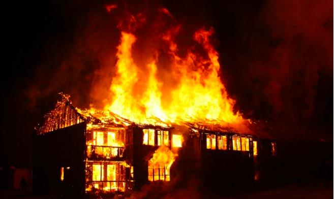 Kebakaran Terjadi di Kantor Dekat SPBU, Untung Api tak Menjalar - JPNN.com