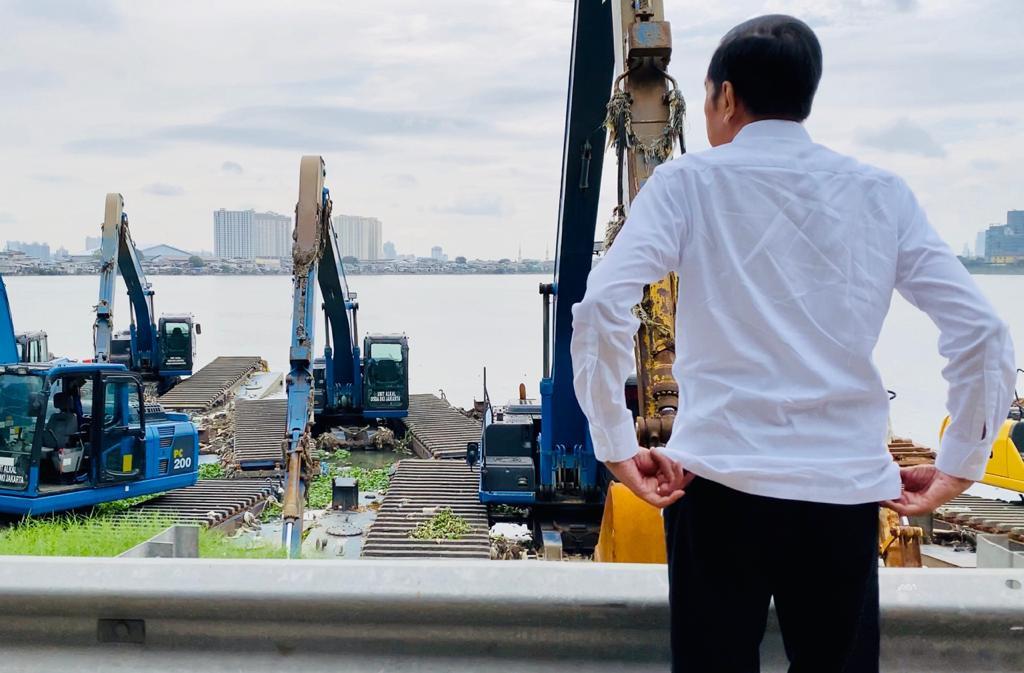 Arief Poyuono: Mungkin Jokowi Membaca Cuitan Netizen dan Masyarakat yang Salahkan Anies - JPNN.com