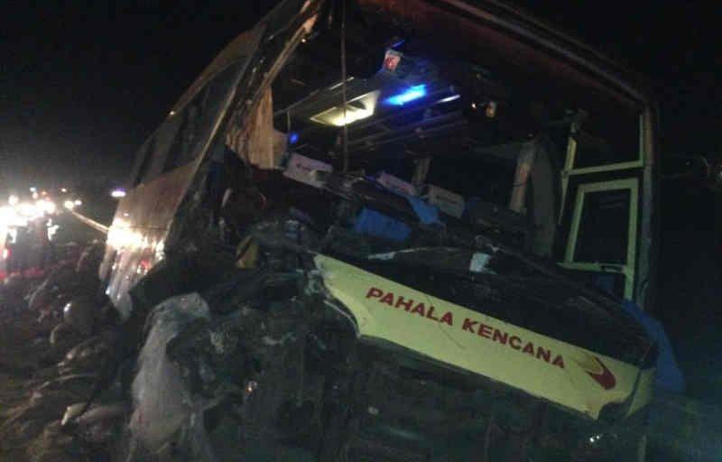 Kecelakaan Maut di Tol Cipali, Bus Pahala Kencana Menghantam Truk - JPNN.com