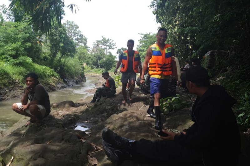 Bocah yang Terbawa Arus Sungai Jangkuk Belum Ditemukan - JPNN.com