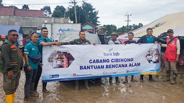 Bank BJB Kembali Serahkan Bantuan Untuk Warga Terdampak Banjir - JPNN.com