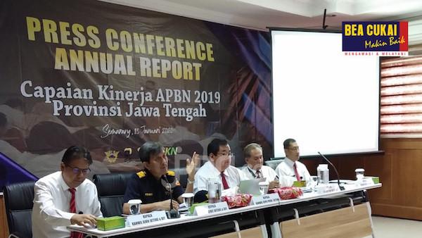 Bea Cukai Jateng DIY Laporkan Kinerja Penerimaan APBN 2019 - JPNN.com