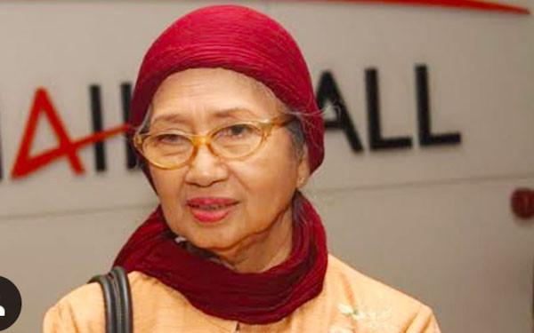 Ade Irawan Akan Dimakamkan Satu Liang Lahad dengan Suami - JPNN.com