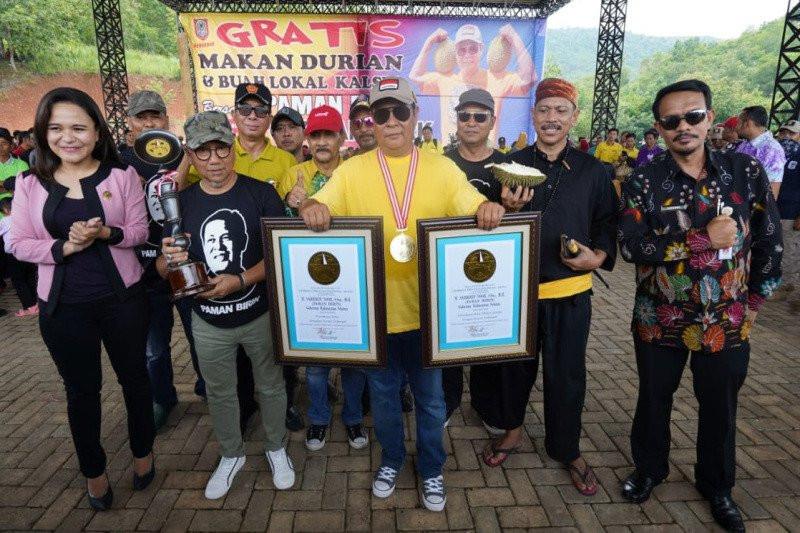 Paman Birin Catat Sejarah Makan Durian Bersama 24 Ribu Warga - JPNN.com
