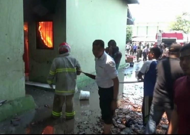 Kebakaran Pondok Pesantren Gontor Diduga Akibat Korsleting Listrik - JPNN.com