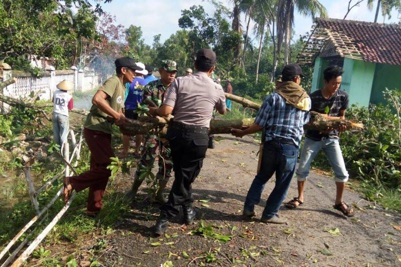 Puluhan Rumah di Lampung Tengah Rusak Diterjang Angin Puting Beliung - JPNN.com