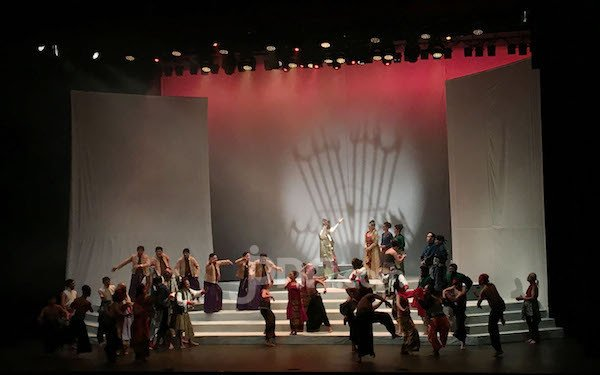 Geladi Resik Pementasan Teater Panembahan Reso Disambut Antusias