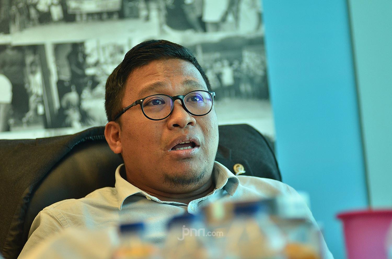 Irwan Fecho: New Normal Bentuk Kekalahan Rezim Melawan Corona - JPNN.com