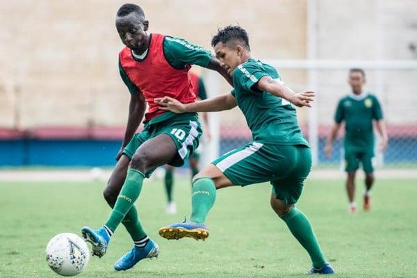 Aji Santoso Yakin Arema FC vs Persebaya Berakhir Tanpa Adu Penalti - JPNN.com