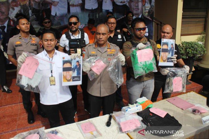 Komplotan Rampok di Jakbar Beraksi Menggunakan Atribut Ojek Online - JPNN.com