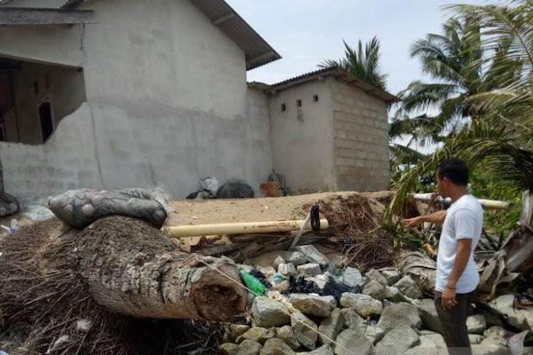 Belasan Rumah Warga Terancam Roboh Akibat Abrasi - JPNN.com