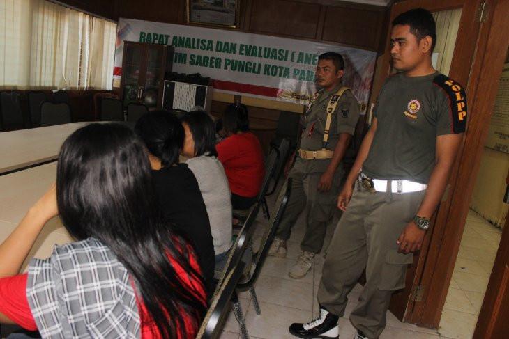 Social Distancing, Satpol PP Honorer K2 Malah Makin Sibuk - JPNN.com