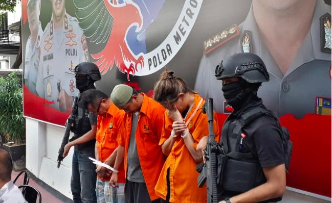 Edarkan Kokain, Pemain Film Air Terjun Pengantin Dibekuk Polisi - JPNN.com