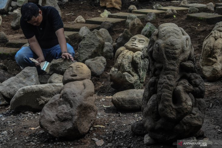 Batu Berbentuk Manusia Kerdil, Ganesha dan Monyet Ditemukan di Tasikmalaya - JPNN.com