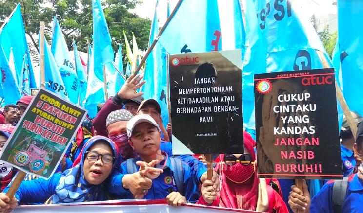 Demo Tolak RUU Omnibus Law: Cukup Cintaku yang Kandas, Jangan Nasib Buruh - JPNN.com