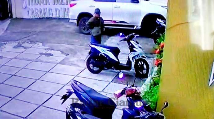 Pelaku Curanmor di Cianjur Terekam CCTV, Apes - JPNN.com