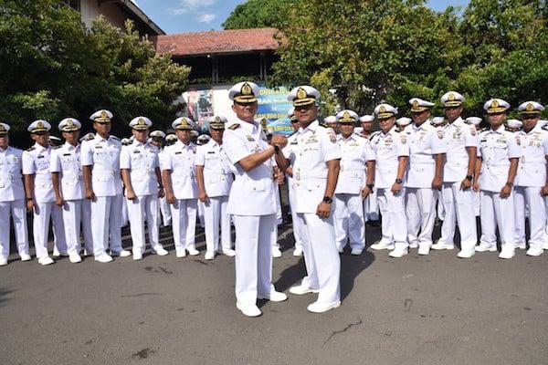 Ristanto Serahkan Jabatan Sebagai Komandan KRI Sorong Kepada Kolonel Budi - JPNN.com