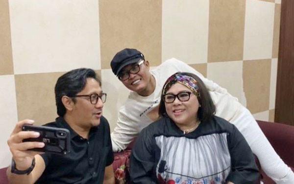 Nunung Menangis Dijenguk Sule dan Andre Taulany - JPNN.com