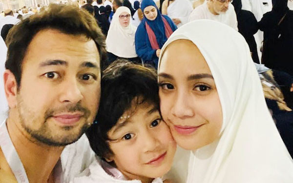 Di Depan Kakbah, Raffi Ahmad: Ampunkanlah Dosa Kami - JPNN.com
