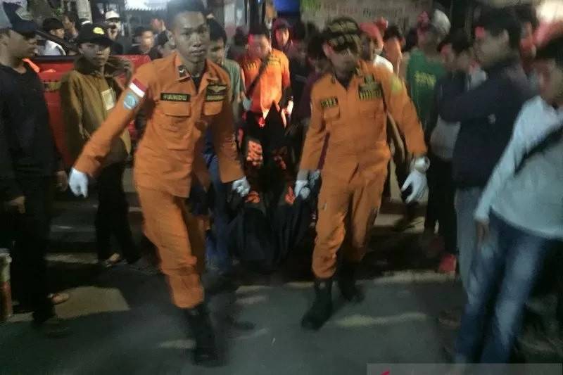 Hindari Polisi, Pemuda 18 Tahun Ini Nekat Mencebur ke Danau, Begini Jadinya - JPNN.com
