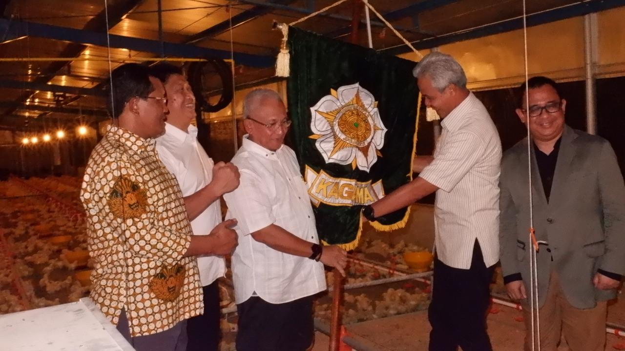 KAGAMA Peternakan Dilantik di Kandang Ayam - JPNN.com