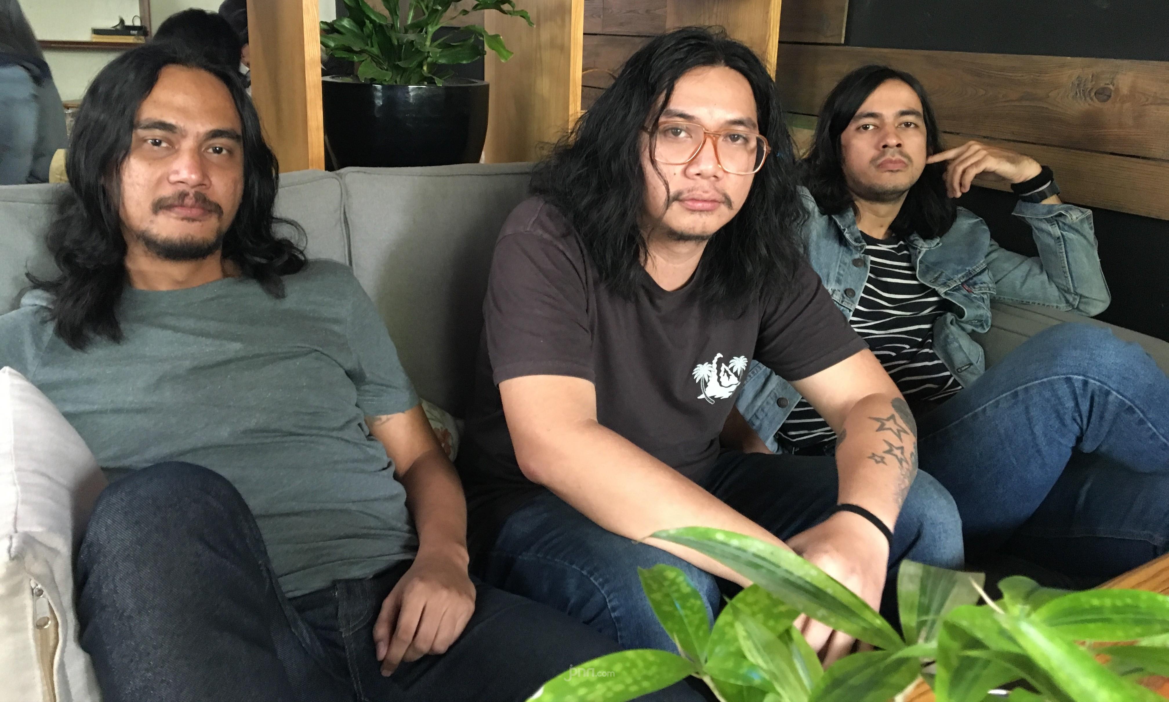 Kelompok Penerbang Roket Persembahkan 'Dikejar Setan' - JPNN.com