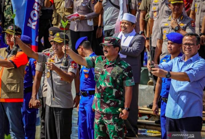 Berikhtiar Jaga Lingkungan Pesisir Tetap Lestari, Polri Dipuji Panglima TNI - JPNN.com