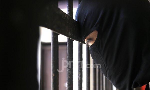 Mengamuk karena Rumah Hasil Jerih Payah Ditempati Eks Istri Bersama Suami Baru - JPNN.com