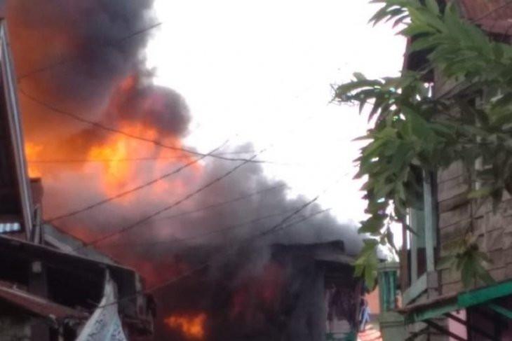 Detik-detik Kebakaran di Bekas Lokalisasi, Belasan Rumah Gosong - JPNN.com