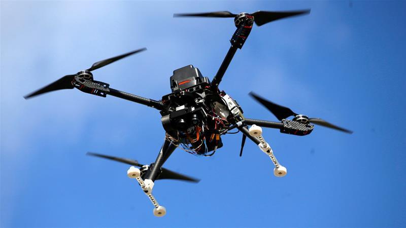 Pemerintah Gunakan Drone untuk Bagi-bagi Masker dan Hand Sanitizer ke Warganya - JPNN.com