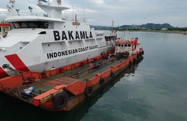 Satgas Trisula Bakamla RI Tangkap Dua Kapal Diduga Transfer BBM Ilegal di Perairan Lampung - JPNN.com