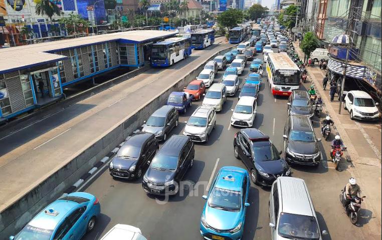 Cara Polisi Urai Kemacetan Jakarta Selama Ganjil Genap Ditiadakan - JPNN.com