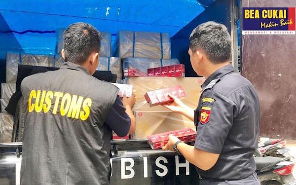 Bea Cukai Gencar Menindak Peredaran Rokok Ilegal di Berbagai Daerah - JPNN.com