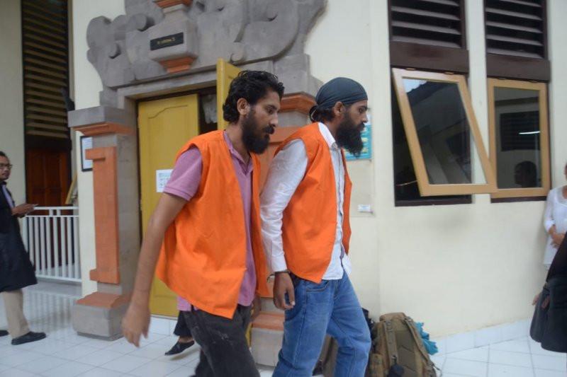 Lihat Ekspresi 2 WN India Pemilik 2,7 Kg Sabu-sabu Saat Divonis 18 Tahun Bui - JPNN.com