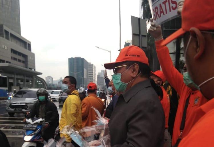 Pak Jokowi Serukan Social Distancing, Kosgoro 1957 Gelar Aksi di Bundaran HI - JPNN.com