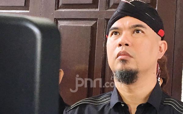 Ahmad Dhani Kembali Berkoar, Sebut Ada Konspirasi di Balik Virus Corona, Indonesia Akan Tunduk - JPNN.com