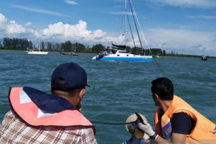 Petugas Gabungan Usir Lima Yacht Milik WNA Amerika dan Australia - JPNN.com