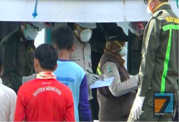 Nelayan Ditemukan Meninggal di Atas Kapal, Petugas Kerepotan Tes Covid-19 - JPNN.com