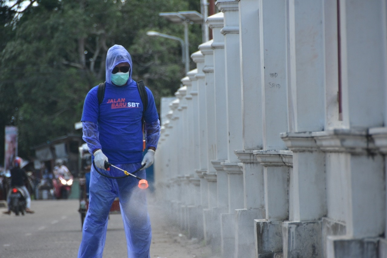 Relawan Fachri Husni Diterjunkan Cegah Penyebaran Virus Corona di Seram Bagian Timur - JPNN.com