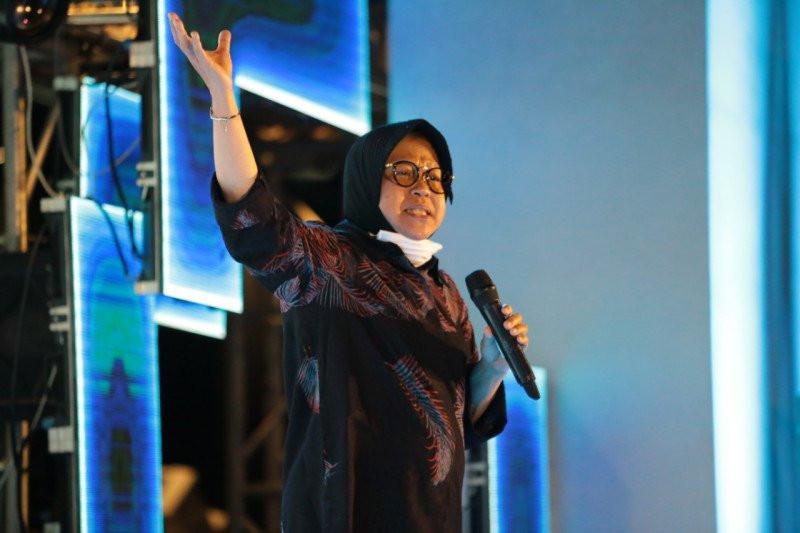 Dengan Suara Serak, Bu Risma Jalani Rapat Perdana dengan Komisi VIII DPR - JPNN.com