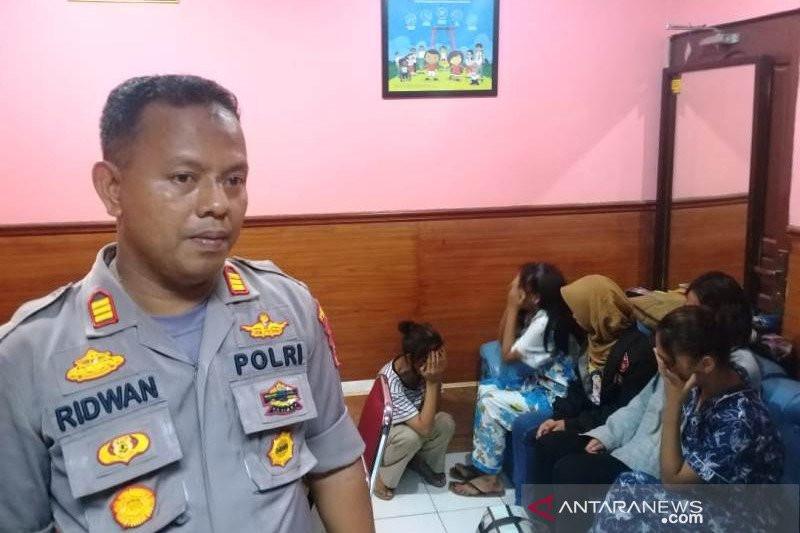 Enam Pasangan Muda Digerebek Saat Berbuat Terlarang dalam Satu Kamar Hotel - JPNN.com