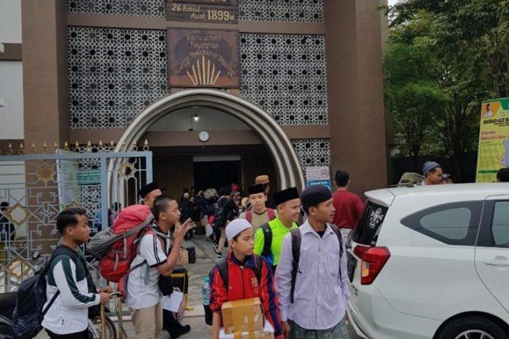 Santri di Pondok Pesantren Tebuireng Mulai Dipulangkan - JPNN.com