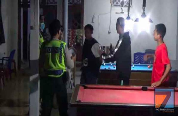 Duh, Polisi Geregetan Ada Sekumpulan Pemuda Main Biliar - JPNN.com