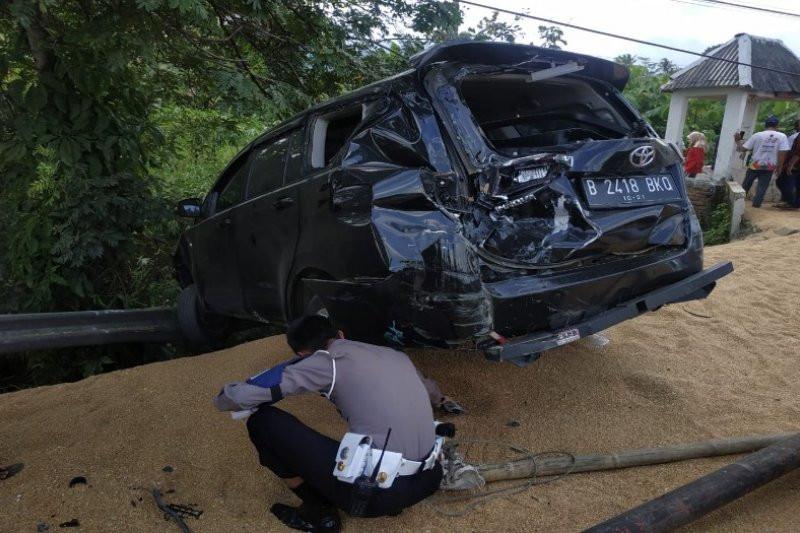 Truk Gandeng Hantam Dua Mobil dan Satu Motor, Tiga Orang Tewas - JPNN.com