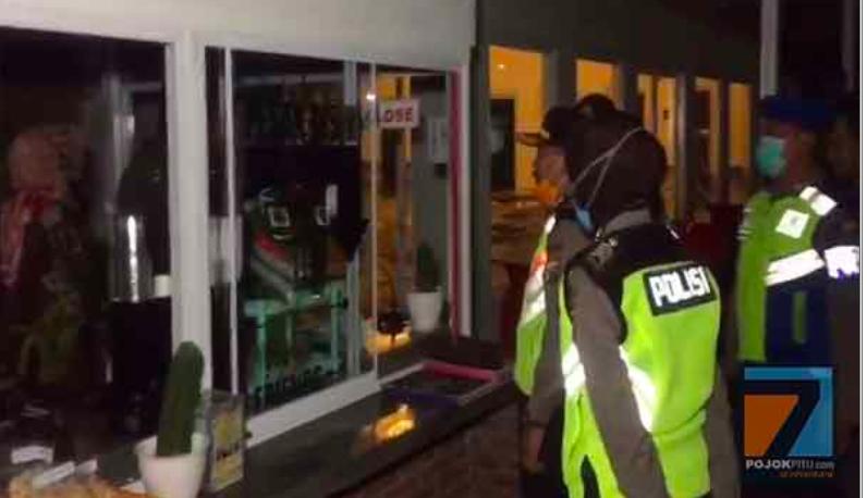 Biasanya Kejar Penjahat, Kini Pak Polisi Sibuk Buru yang Keluyuran di Luar Rumah - JPNN.com