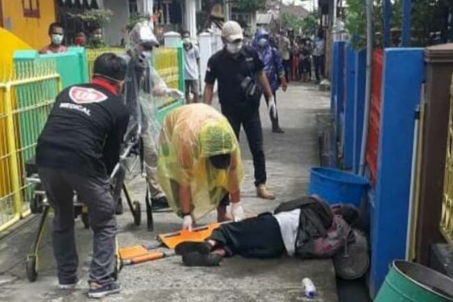 Lagi, Pria Tiba-tiba Terkapar di Lorong Bikin Heboh Warga, Tim Medis Langsung Gerak Cepat - JPNN.com