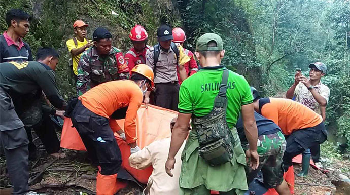 Dua Orang Tewas Tertimbun Longsor di Gunung Sangga Buana - JPNN.com